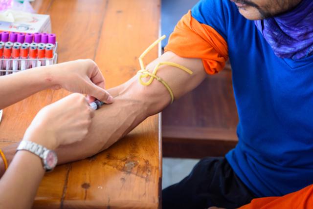 Определение уровня глюкозы, липидов и тестостерона в крови - обязательные анализы при диагностике эректильной дисфункции.