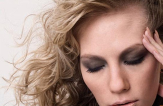 9 причин почему у женщин кружится голова и шатает ...