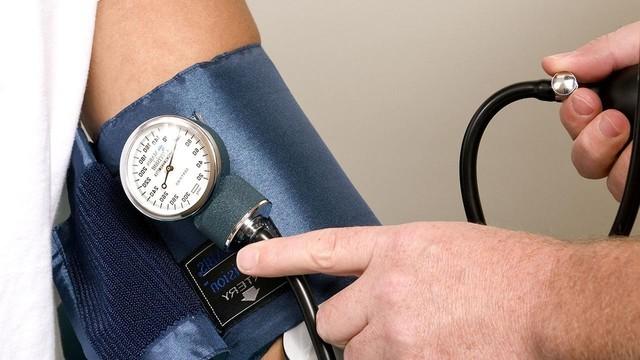 Гипертония (повышенное давление): причины и симптомы ...