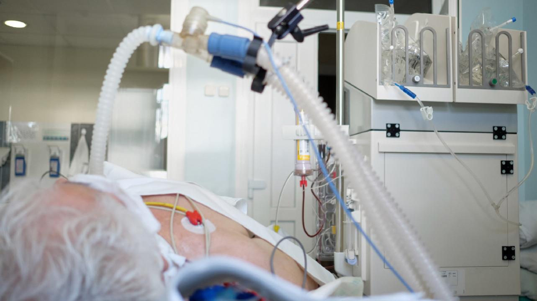 Тоцилизумаб не помог пациентам с тяжелым COVID-19 в новом исследовании. О нем можно забыть?