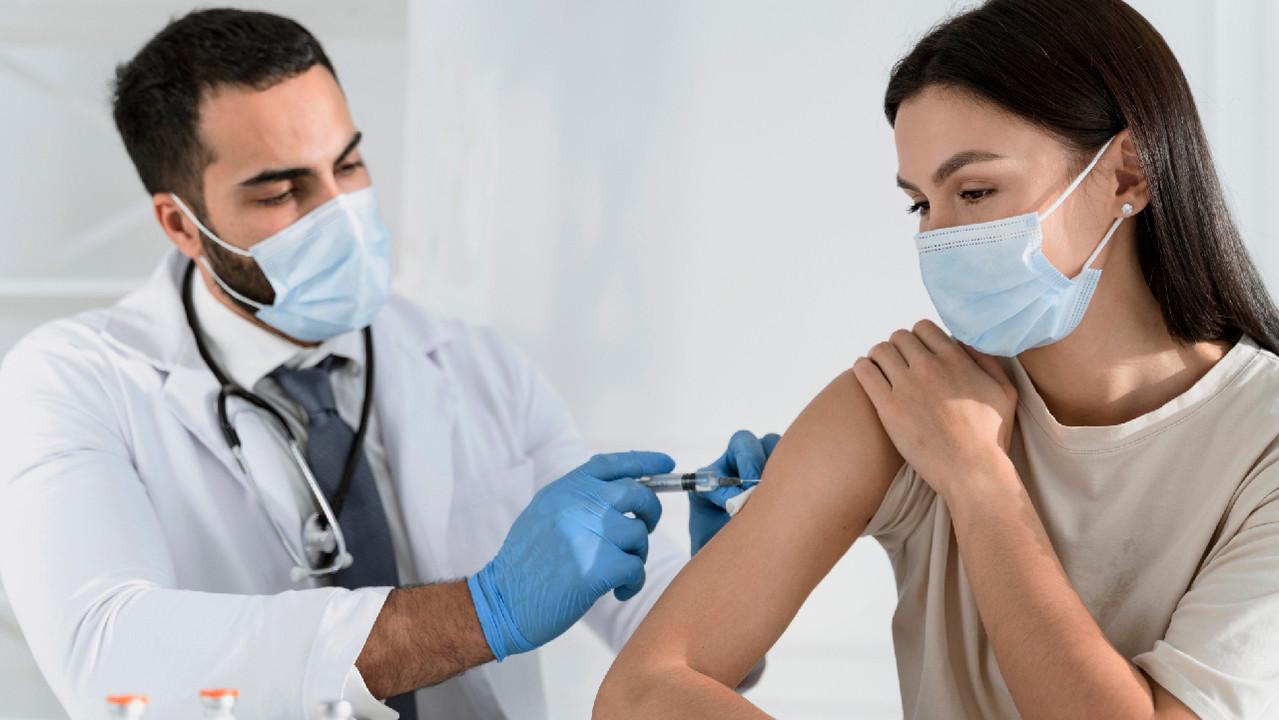 Что нужно знать о побочных эффектах вакцинации против COVID-19