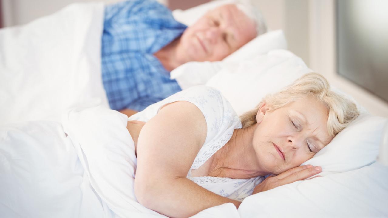 Нехватка сна в среднем возрасте – фактор риска деменции в будущем