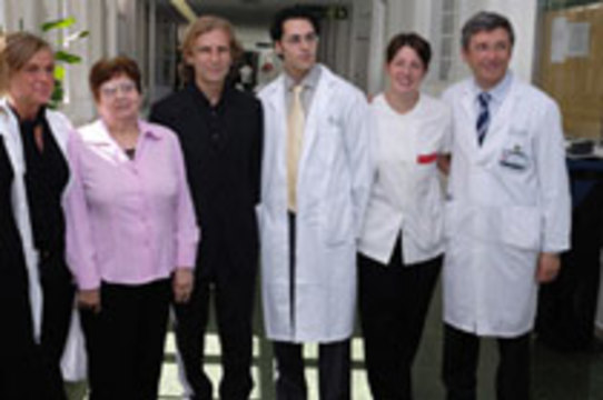 Испанские врачи первыми в Европе [удалили почку через влагалище]
