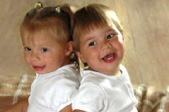 Наличие брата-близнеца [увеличивает риск бесплодия]