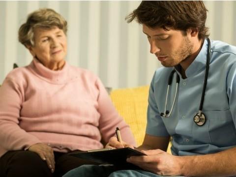 Молодых врачей обяжут отработать в госклиниках прежде, чем уйти в частные медучреждения