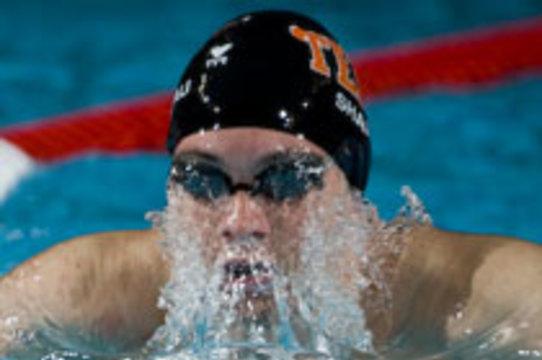 Вернувшемуся с Олимпиады пловцу удалили [злокачественную опухоль]