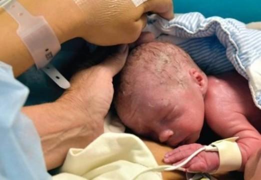 Женщина впервые родила с [помощью донорской матки]