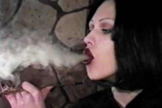 Женское курение сильнее мужского [влияет на риск развития инфаркта]