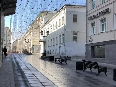 Москвичам запретили покидать квартиры