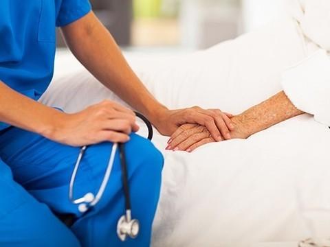 Минздрав прокомментировал ситуацию с петицией о посещении больных в реанимации