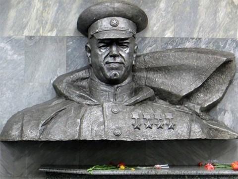 Ученые рассказали об успешных инновациях при лечении маршала Жукова от инсульта