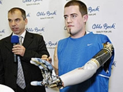 Первый в мире водитель с бионическим протезом руки [попал в аварию]