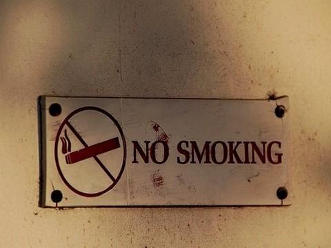ВОЗ объяснила, что мешает [бороться с курением в России]