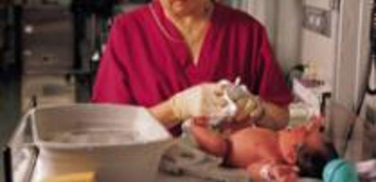 Медсестра опрокинула новорожденных