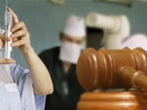 [Суд прекратил преследование] обвиненного в ошибке хирурга