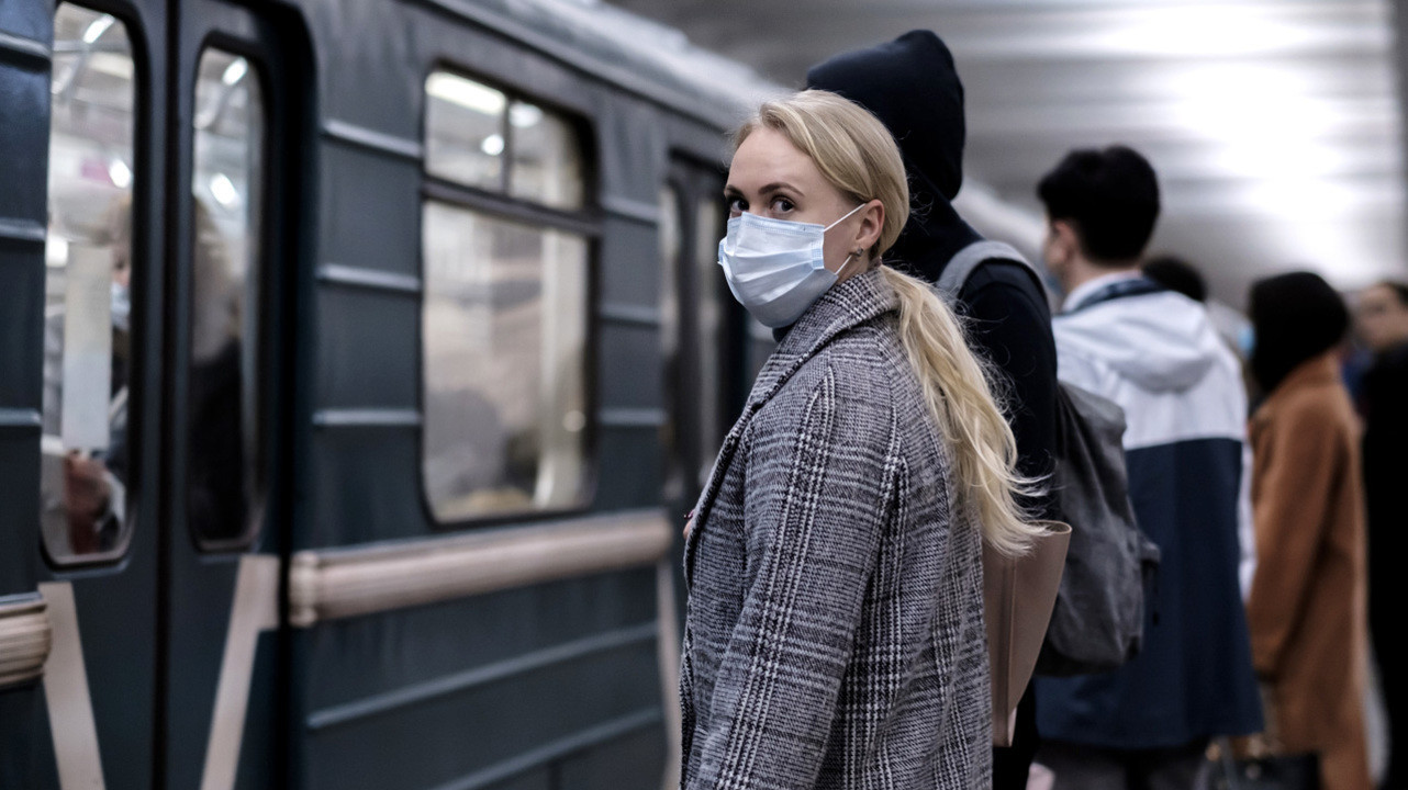 Четвертая волна на пике: в России объявлен «мини-локдаун» с перспективой продолжения