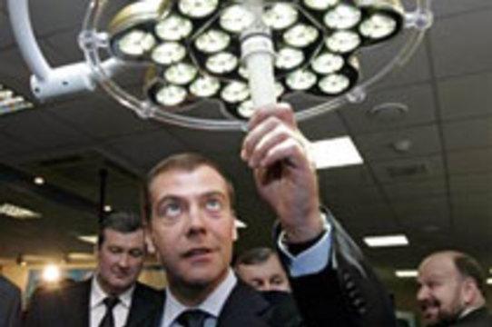 """Медведев призвал бороться с [""""жлобством"""" аптечных сетей]"""