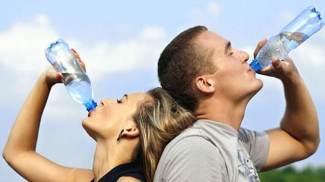Почему при походах летом важно иметь достаточное количество воды