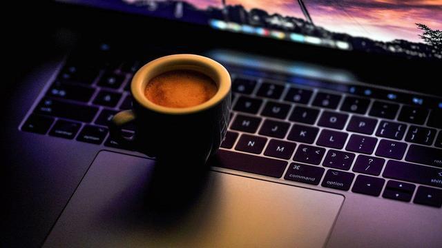 Сначала кофе, потом сон. Как поддержать себя на ночной смене