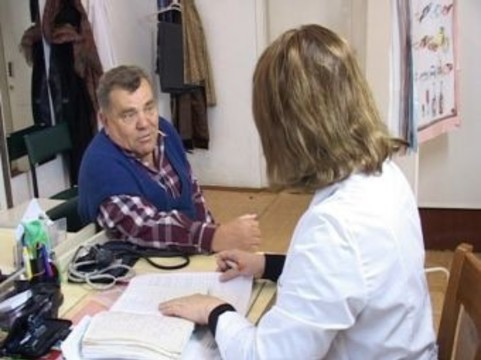 Нижегородских больных лечил [участковый врач без медицинского образования]