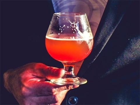 Умеренное употребление алкоголя связали со снижением риска болезни Альцгеймера