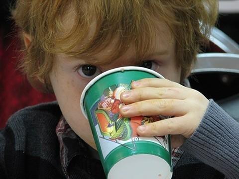 Эксперты впервые разработали руководство по выбору напитков для детей младшего возраста