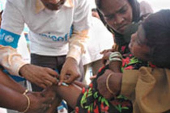 В Индии четыре ребенка умерли после [прививок от кори]
