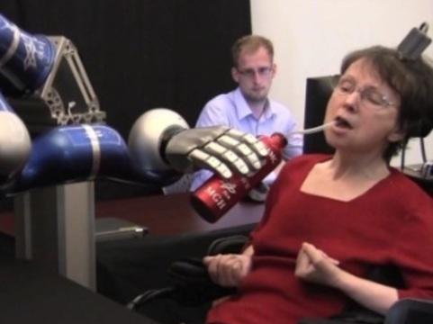 Первым американцам вживили мозговые датчики [для управления робо-руками]