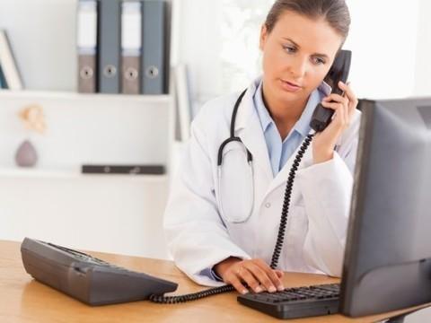 Московские врачи теперь [принимают пациентов по телефону]