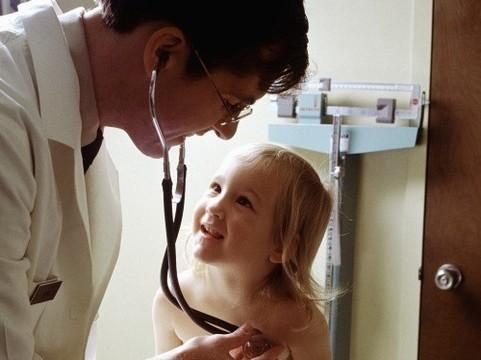 В России [увеличен до 45 лет предельный возраст врачей, получающих «сельские подъемные»]