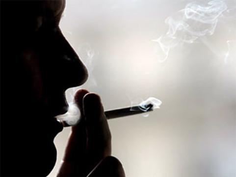 В России готовят запрет на [курение в автомобилях]