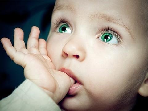 Дети, которые сосут пальцы или грызут ногти, реже страдают от аллергии