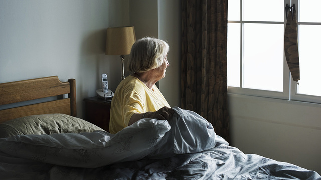 Социальная изоляция - причина более частой госпитализации пожилых людей