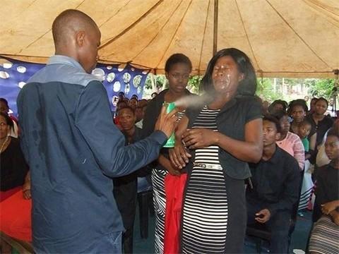 В Африке священник лечил рак средством от насекомых