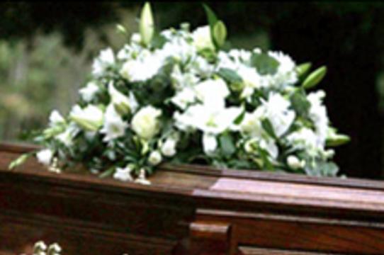 Потратившийся на собственные похороны британец [требует компенсации за неправильный диагноз]