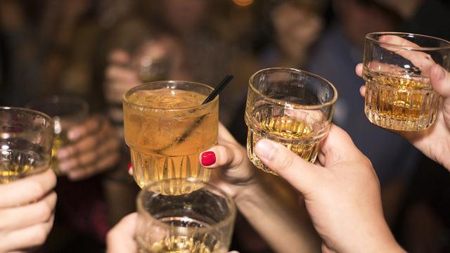 Исследование показало, что даже умеренная выпивка делает с мозгом