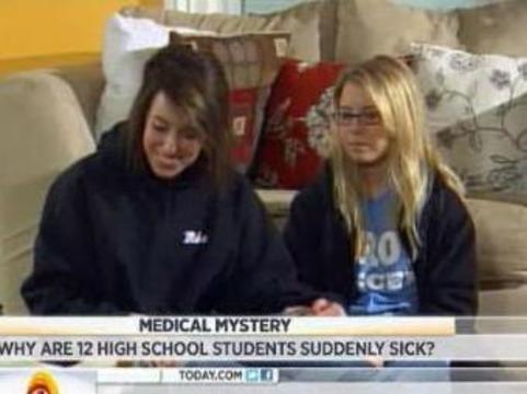 Двенадцать американских школьниц [поразило необъяснимое заболевание]