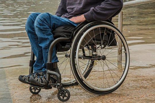 """Инвалиды решили напомнить """"уставшим"""" от карантина о своих проблемах"""