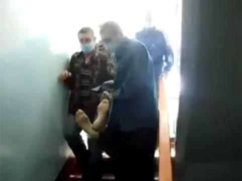 Прокуратура не смогла освободить пациентов хабаровского тубдиспансера [от переноски трупов]