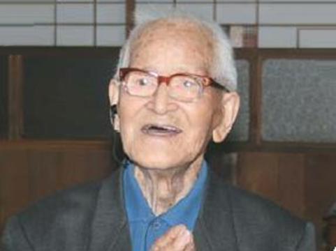 Число столетних японцев [превысило 40 тысяч человек]