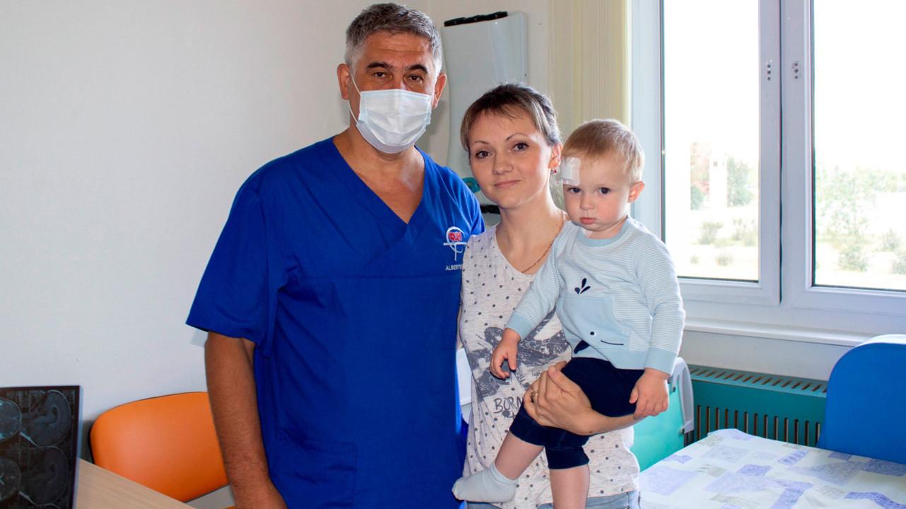Тюменские нейрохирурги спасли ребенка с редкой патологией мозга