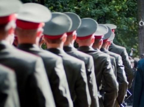 Российским интернам [вернули отсрочку от армии]