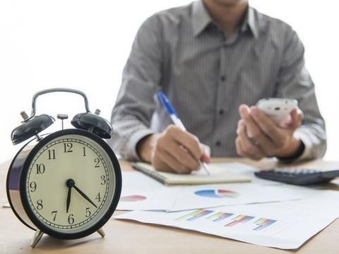 Каждый лишний час работы приносит болезни и страдание