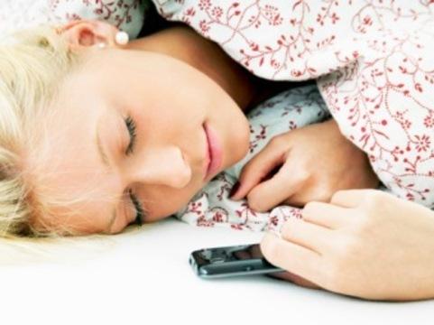 Американцы [стали чаще рассылать SMS во сне]