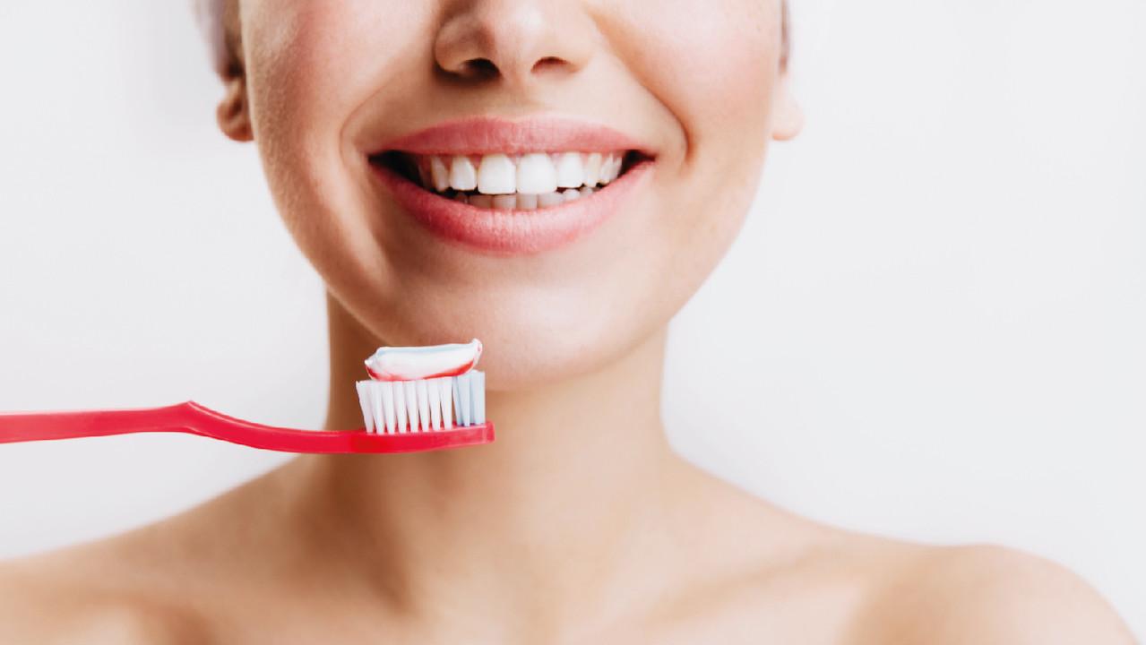 Россияне стали чаще чистить зубы во время пандемии — опрос