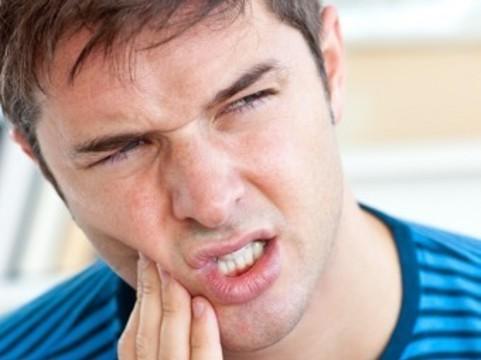 Подверженность мужчин зубной боли [генетически подтверждена]