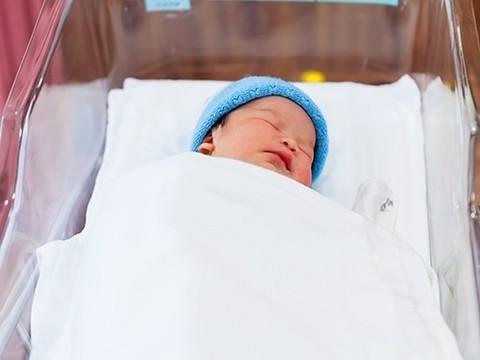 Новорожденную девочку похитили из белгородского перинатального центра