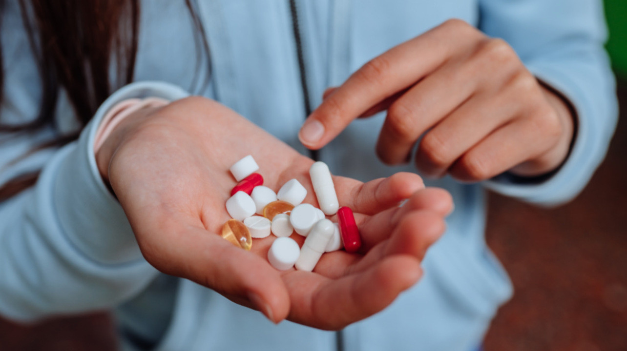 Около трети пациентов после легкого течения COVID-19 начинают принимать новые лекарства