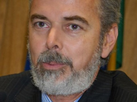 Кубинским врачам [предложили поработать в Бразилии]