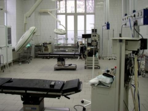 Региональные больницы [переносят плановые операции из-за жары]